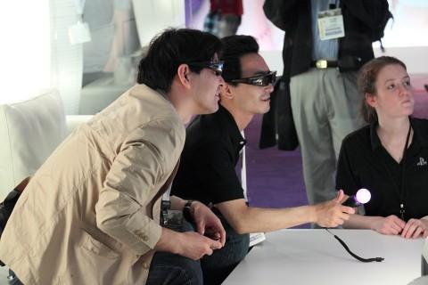 戴上3D眼镜体验立体化的扩增实境虚拟世界