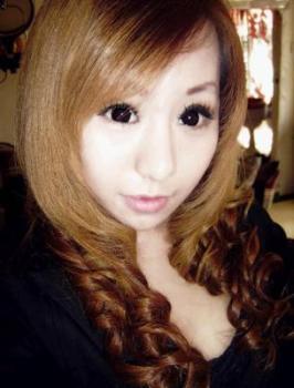 """而另外一位同样19岁的天津mm""""晴晴"""",此前已经是一位非常出名的网络图片"""