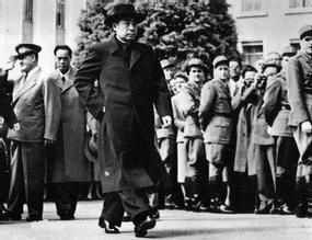 1954年,周恩来总理出席日内瓦会议。中国开始以崭新形象出现在国际舞台。