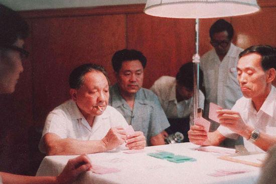 邓小平打桥牌