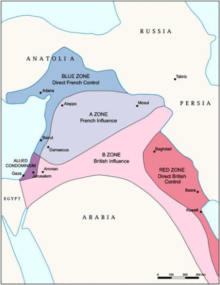 """图三:赛克斯-皮科协定划定的疆界。图中紫色区域包括加沙地带和耶路撒冷,由协约国共管。红色区域从巴格达、巴士拉、科威特延伸到波斯湾南岸,由英国直接控制。蓝色区域从贝鲁特向北到土耳其本土安纳托利亚的东南部,由法国直接控制。在蓝色和红色两个区域之间,建立了两个缓冲区,淡青色的""""A区""""是法国的势力范围,包括大马士革、阿勒颇和摩苏尔。粉色的""""B区""""是英国势力范围,包括安曼。"""