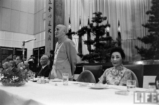 1961年,蒋介石和宋美龄在台湾。