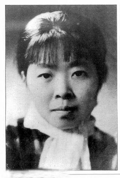 萧红(1911年6月2日-1942年1月22日),著有《生死场》、《呼兰河传》等。