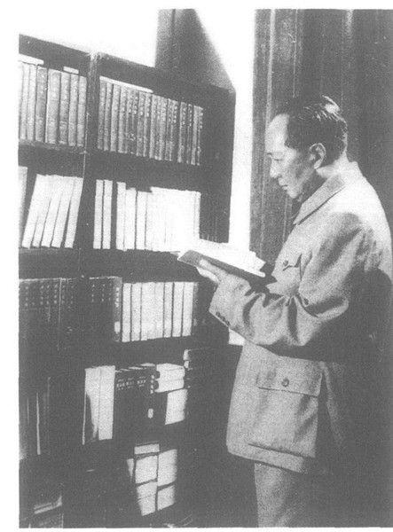 阅读中的毛泽东