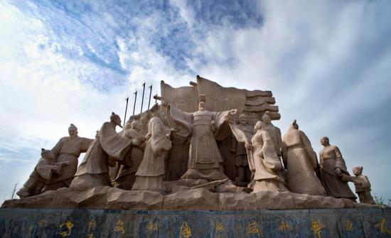 """位于沛县的""""高祖还乡""""雕塑"""