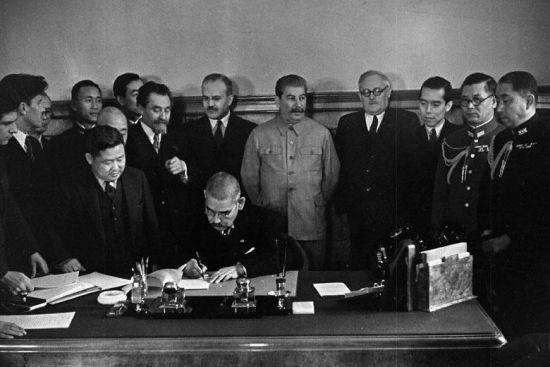 《苏日中立条约》签订现场