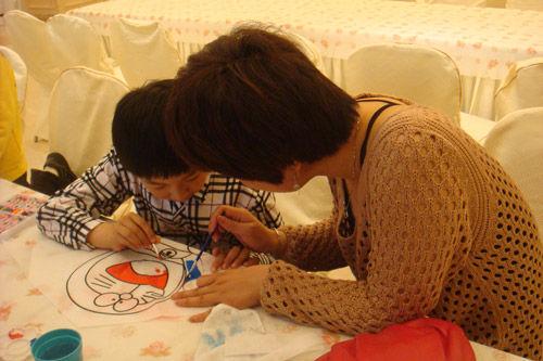 彩绘 爸爸妈妈和孩子