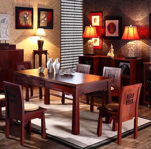 家居设计 > 正文     产品推荐二:简约纯实木餐桌   品牌:曲美   价格