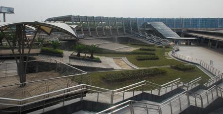 午后阳光投射下的上海国际赛车场