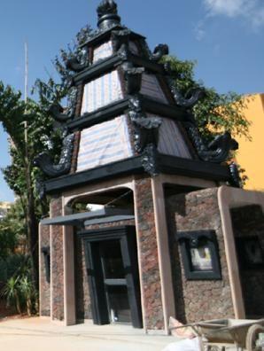 赋予东南亚风格的琉璃灯塔