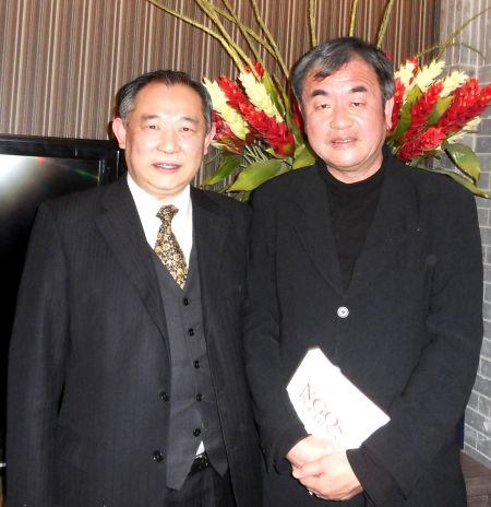 图为:中国世界和平基金会主席李若弘与日本著名建筑师隈研吾先生