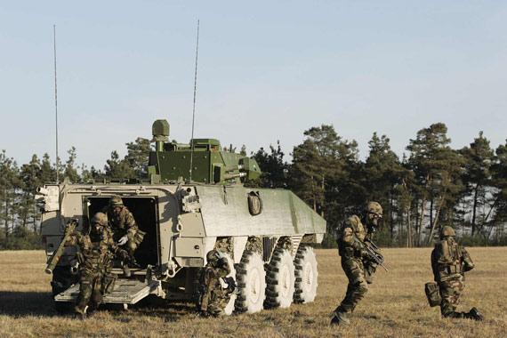 法国开始为陆军批量生产新型VBCI步兵战车(图)