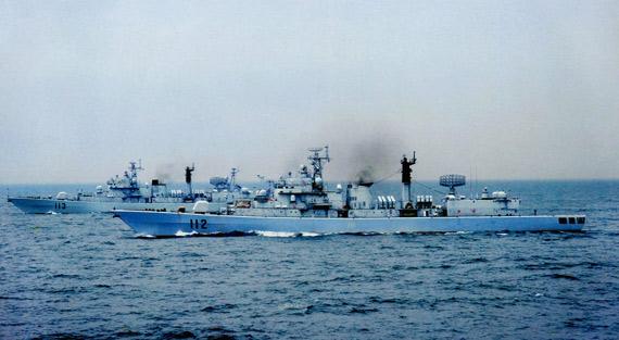 资料图:中国海军052级112和113号驱逐舰