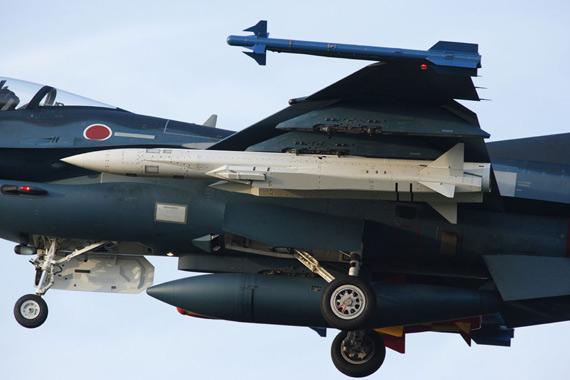 日本航空自卫队F-2A战机加挂一枚ASM高超音速反舰导弹