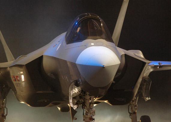 美国研制F-35联合攻击战斗机