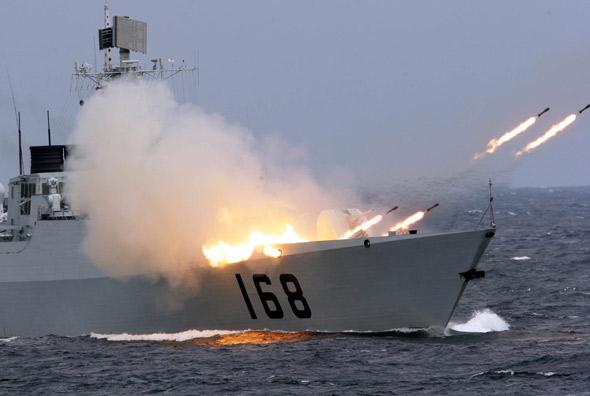 资料图:中国海军168号导弹驱逐舰反潜火箭发射
