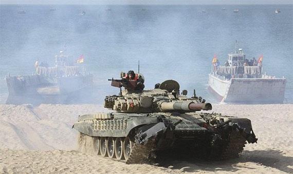 资料图:参加军事演习的印度T-72坦克