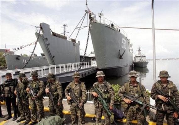 资料图:菲律宾海军陆战队员和登陆舰