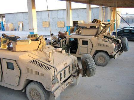 """目前在伊拉克、阿富汗使用的""""悍马""""车有数以千辆"""