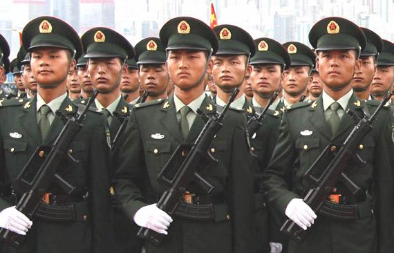资料图:解放军陆军士兵列队