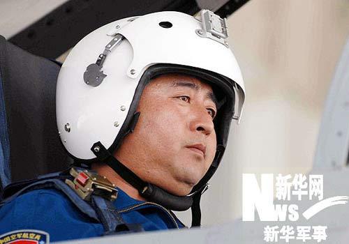 空军航空兵某师一级飞行员孟凡升驾机升空。徐边春摄