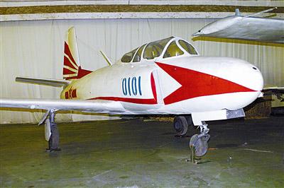 歼教-1飞机是我国沈阳飞机制造厂研制的亚音速喷气式中级教练机