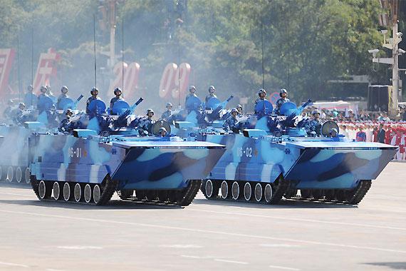 海军陆战队ZBD-05两栖步战车接受检阅