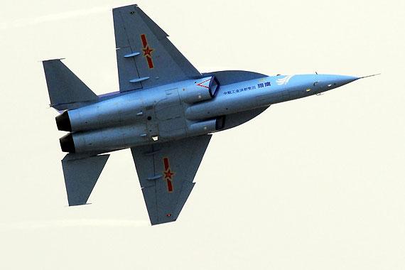 国产L-15猎鹰高级教练机
