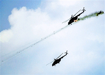 我方直升机抓住有利战机全线加入战斗