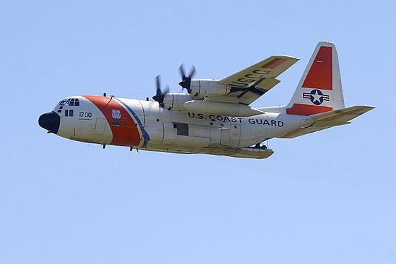 轮到美国了:美军武装直升机与运输机相撞9人可能丧生(图)