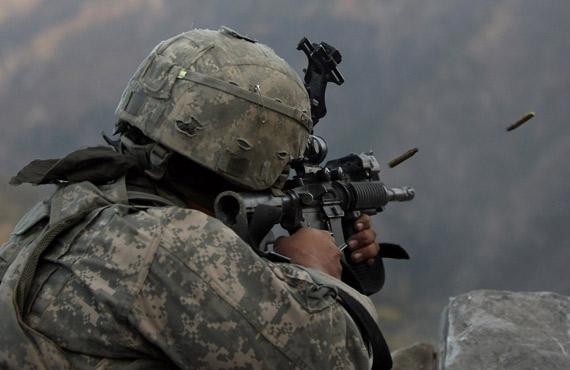 美军现役M-16系列步枪弹药威力弱激战中常卡壳!!