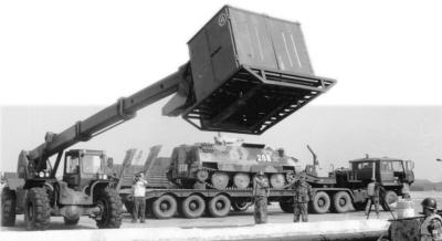 解放军列装高性能电磁屏蔽布 可应对电磁武器!!