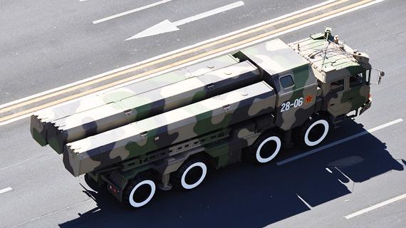 资料图:二炮参加国庆60周年阅兵的新型陆基巡航导弹