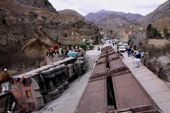由于经巴基斯坦通往阿富汗的补给线不断遭到袭击,北约目前正为寻找替代补给线进行外交努力。