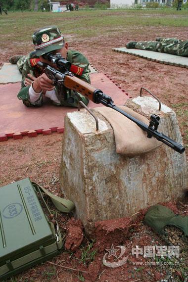 资料图:武警狙击手射击训练