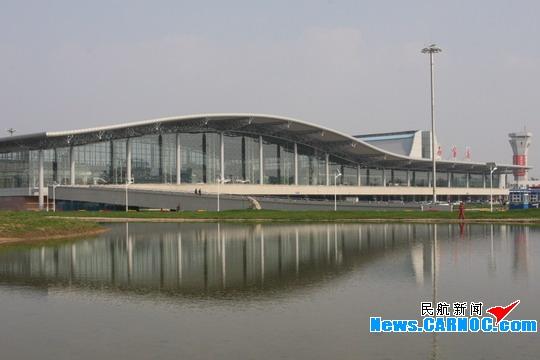 机场围绕上海,秦皇岛,烟台三大航线,南京,杭州,广州,成都,呼和浩特