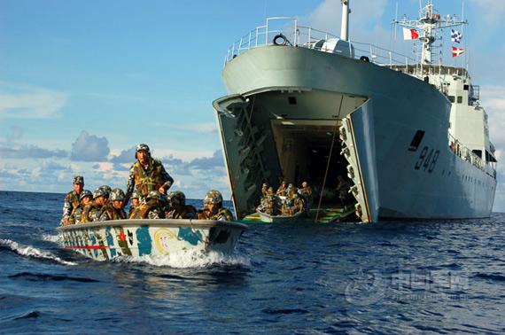 资料图:我海军登陆舰进行兵力投送演练