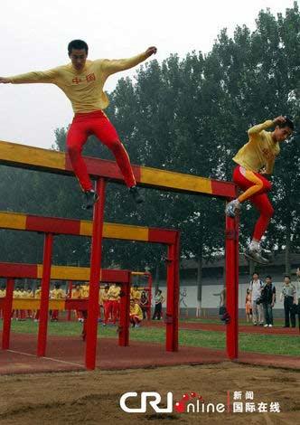 2010年7月,军事五项一线队员在大赛前夕进行备战训练(记者葛怀宇)