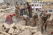 青海省军区步兵团正在搜救