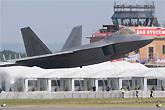 F-22超低空飞行