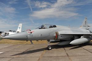 巴基斯坦空军静态展示两架JF-17枭龙战机