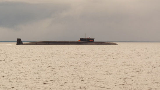 """资料图:俄罗斯北风之神级""""尤里・多尔戈各基""""号战略导弹核潜艇进行海试"""
