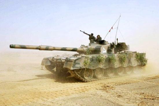 """巴基斯坦陆军已大批装备中巴联合研制的MBT2000""""哈立德""""主战坦克。"""