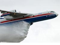 别-200水上飞机放水表演
