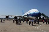 南航A380到达广州白云机场