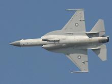 中巴枭龙战机首次在中东飞行表演