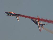 法兰西巡逻兵飞行表演队双机同向超越特技