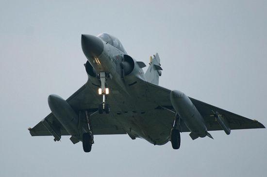 法国幻影与沙特F15战机军演时相撞 飞行员逃生