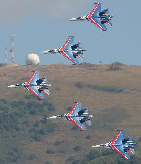 资料图:俄罗斯勇士飞行表演队。