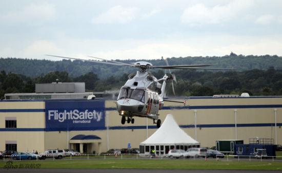 EC-175在航展现场进行飞行表演